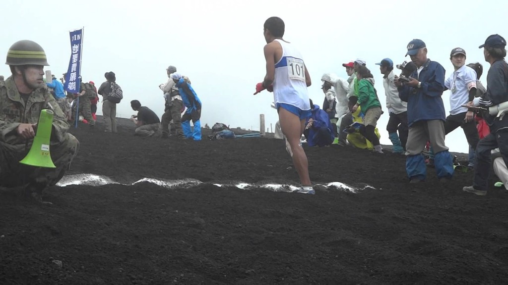 滝ヶ原自衛隊が富士登山駅伝に参加している様子