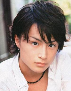 白濱亜嵐(しらはま あらん)は、EXPG松山校出身アーティスト、GENERATIONS from EXILE TRIBEのメンバーだ。