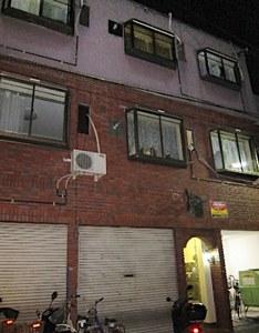 大阪市東成区にある渡辺容疑者が住んでいたアパート。地元の不動産屋によると家賃は3万円台だという