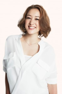 SHELLY(シェリー)1984年5月11日生まれ。 「いきなり!黄金伝説。」や「ヒルナンデス」火曜レギュラーなど、お茶の間でもおなじみのハーフタレントだ。