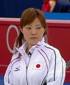 """2006トリノ5輪""""""""元祖美人カーリング娘""""のときは髪色は明るく、肩まで伸ばしていた"""