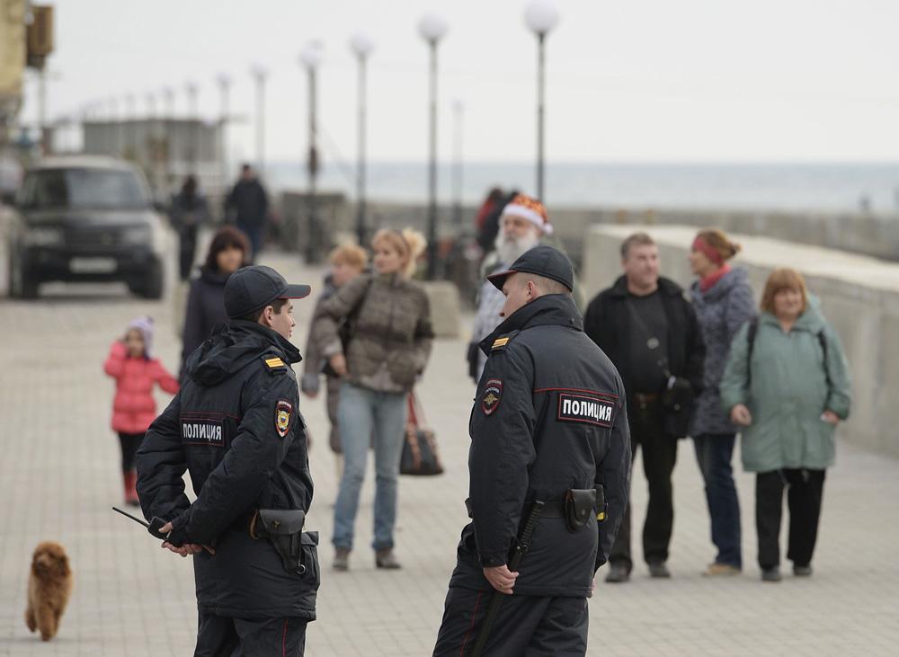 開催地周辺はどこでも警備員が立っているのだ。