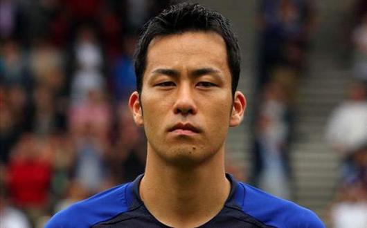 吉田麻也 DFとして最後尾からチームを鼓舞する若きディフェンスリーダー。海外組唯一のセンターバックだ。