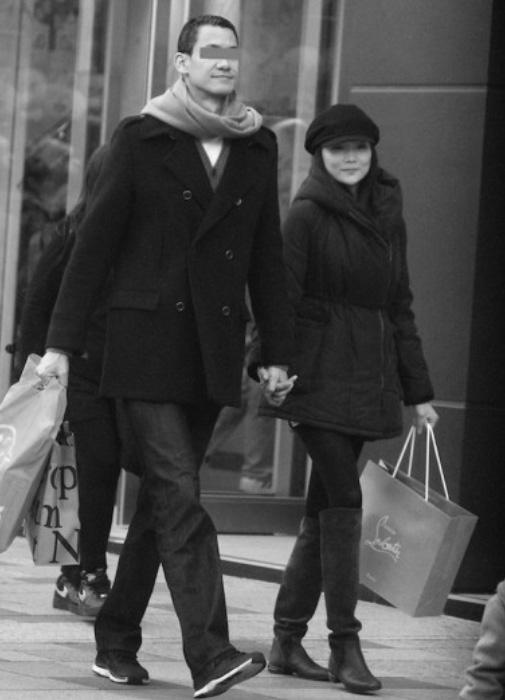 変装もせず堂々と街を歩く姿が2014年に撮影されていた。 引用元:FRIDAYデジタル http://friday.kodansha.ne.jp/archives/10075/