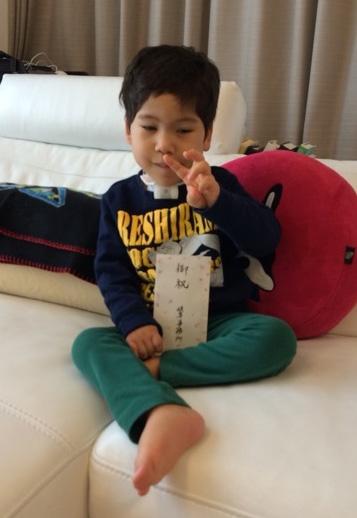 4歳の誕生日を迎えた真輝くん。 引用元:野田聖子オフィシャルブログ「ヒメコミュ」 http://ameblo.jp/seiko-noda/entry-11974228105.html