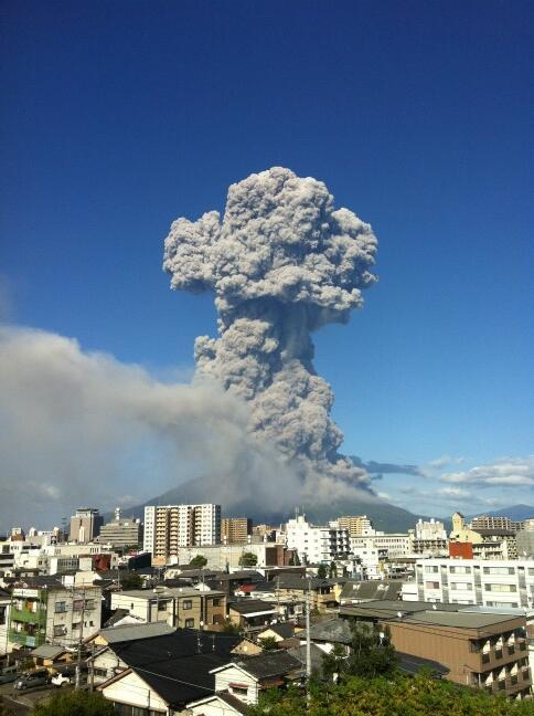 2013年8月18日の大噴火。鹿児島の空が火山灰に染まった。