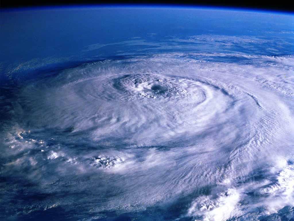 """台風12号・13号…進路が気象予報士でも読めない2015年7月""""鈍足型""""台風の恐怖"""